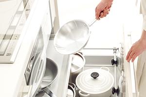 キッチンまわりも連動イン引出しで料理の効率アップ