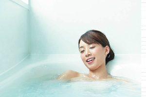 TOTOサザナは「魔法びん浴槽」は高断熱効果が高くお湯が冷めにくい!
